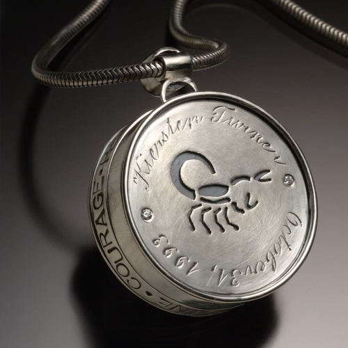 Daughters Locket Back 99999x500 - Custom Jewelry Gallery